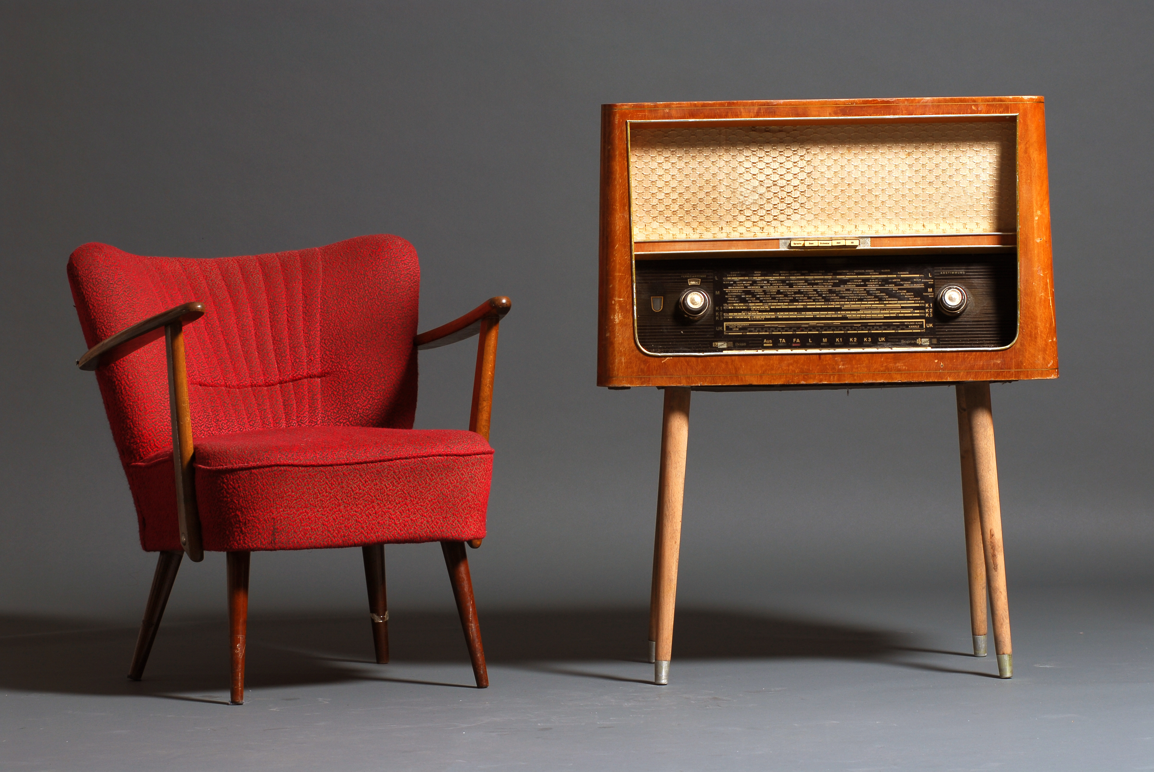 Vintage Radio And Armchair Trio De Janeiro
